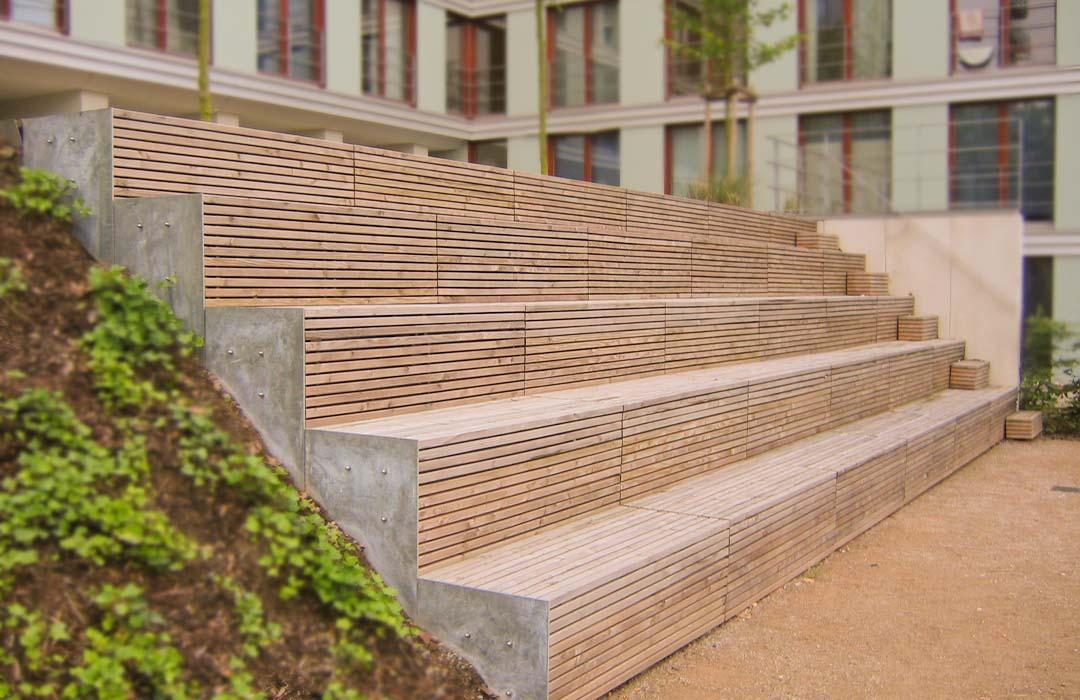 Große Holztreppen Draußen