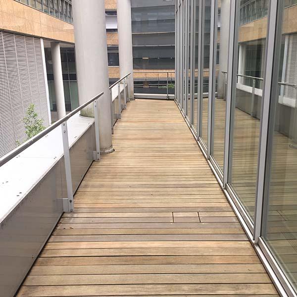 Holzterrasse nach Reinigung